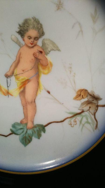 画像1: 手描きのアンティークの皿 フランス・1800年代 虫と遊ぶクピド (1)